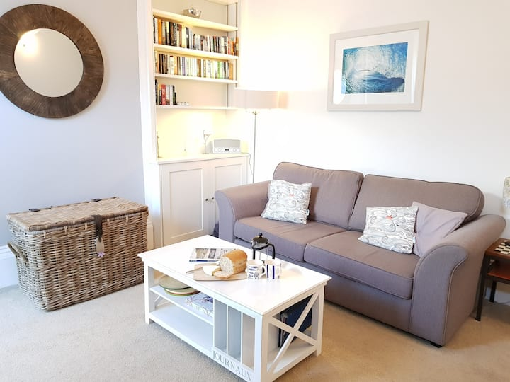 Cozy apartment just minutes from the beach!