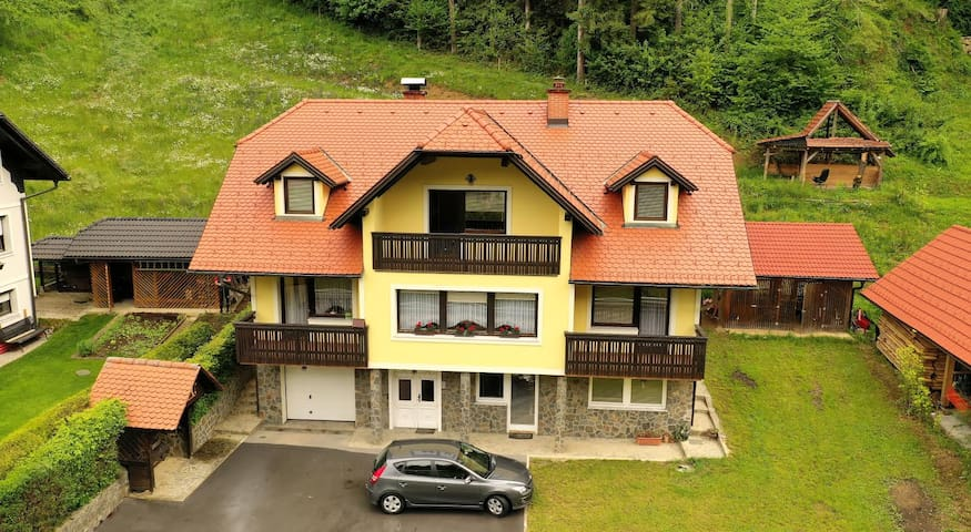 Warm and spacious house ideal for discoverers