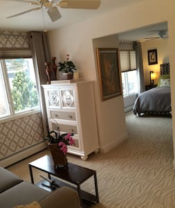 South Bridge Bed and Breakfast (Seneca Room) - Grand Island