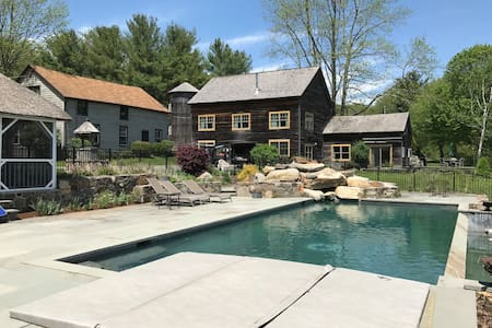 Lake & Poolside Getaway- 3 month summer rental