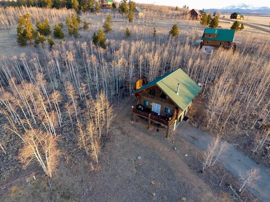 Secluded Large Log Cabin on 3 acres of aspen forest. Wonderful fall colors!