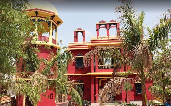 Staycation in Villa@Palm trees &  Aravali Hills