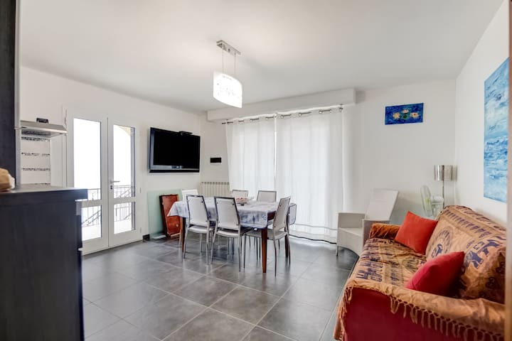 Gorgeous Apartment in Cipressa with Terrace