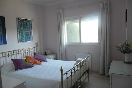 Double room, en suite , sea views,  pool, golf - มานิลวา
