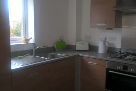 Small, modern one Bed flat centrally located - Southampton
