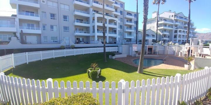 Emerald Bay,  Apartment in Golf Estate