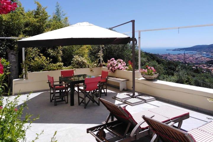 Marinasco, casa romantica con splendida vista mare
