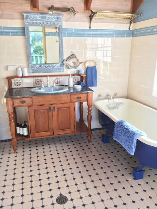 Spoil yourself! Stellar's spacious ensuite provides a large antique bath, separate shower, plus outdoor deck with wonderful views of the Bay. You will find complimentary plush towels, robes and a variety of Sukin earth-friendly toiletries.