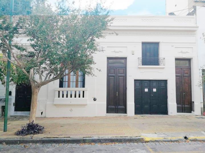 Casa luminosa y agradable - Cochera/Bien Ubicada.