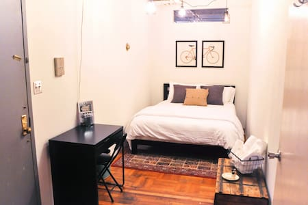Jazz-Age Loft Room w/ Private Bath & Entrance - Brooklyn - Loft