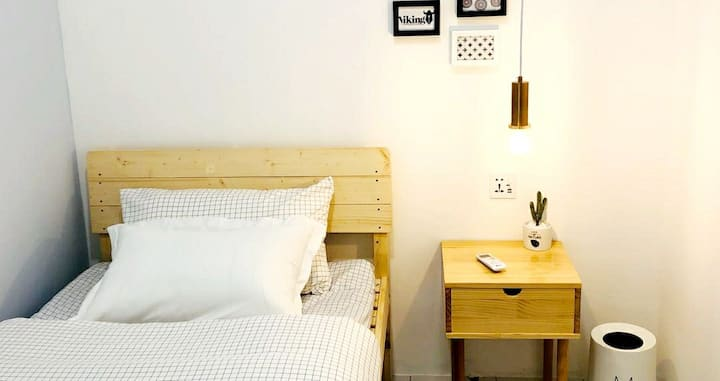 Miniinn - Single Bedroom with Shared  bathroom