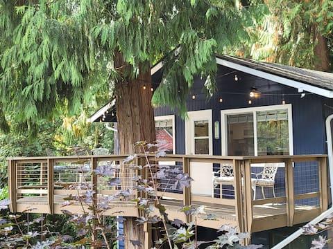 Tree House at Lake Killarney. Wooded Lake Retreat!