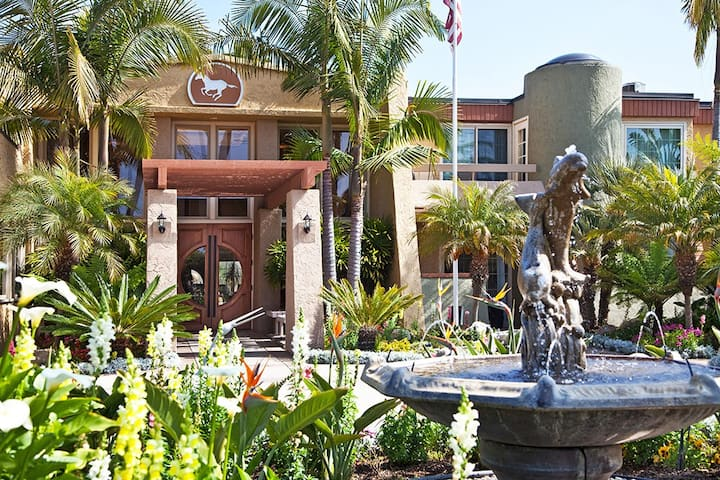 Huge 2 BR at Winners Circle Resort Del Mar/Solana