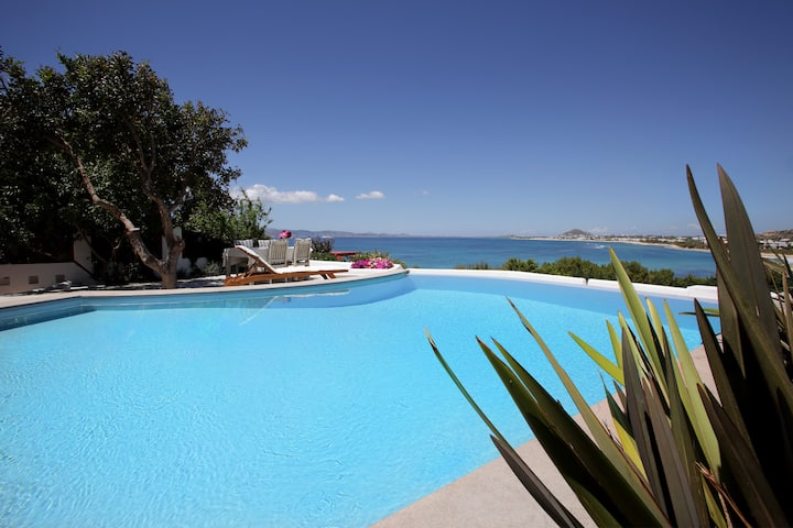 Villa 'Meadow'-private pool... be yourselves again