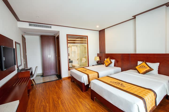 3-star hotel with 2 double beds in Halong bay