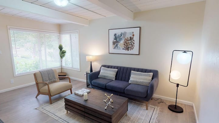 Private room in Inviting Menlo Park home with lovely patio