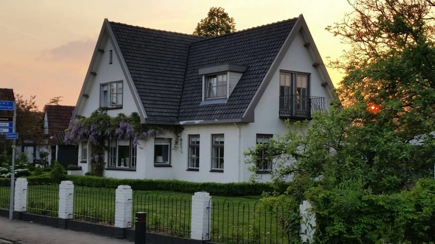 Ruime vrijstaande woning aan de rand van Kapelle