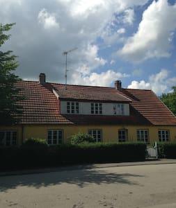 Large, - Kirke Eskilstrup - Casa