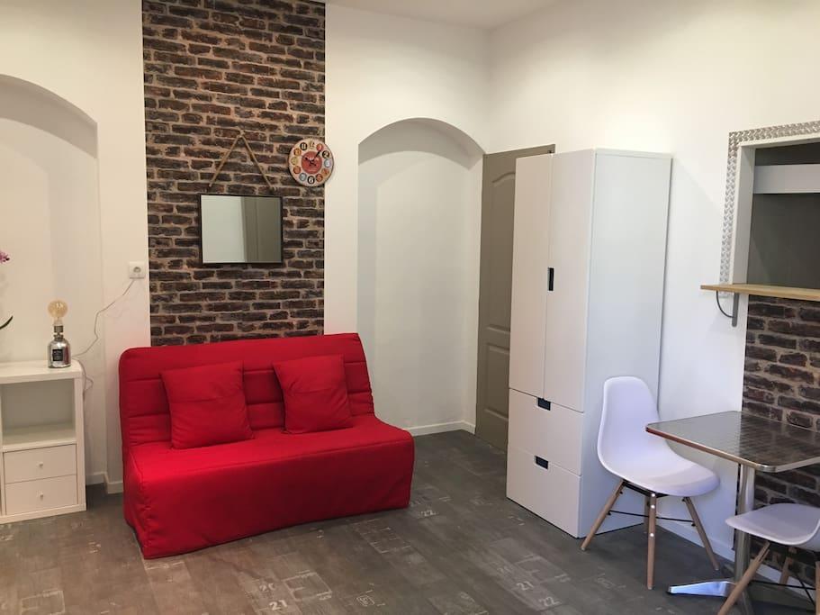 studio meubl appartements louer avignon provence alpes c te d 39 azur france. Black Bedroom Furniture Sets. Home Design Ideas