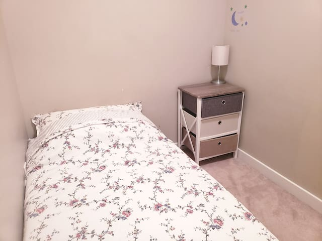 Enjoy Downtown Center/Cozy room/Clean