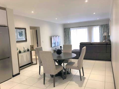 Opulent and Charming Modern Apartment in Lonehill.