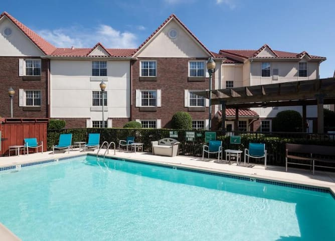 2 x 2BR IN DALLAS FOR 10! BREAKFAST, POOL, GRILL!