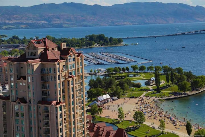 #312 Sunset Waterfront Resort Luxury Two Level Townhome