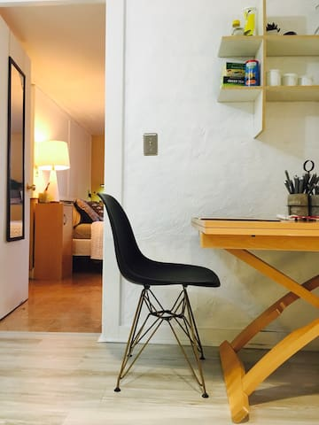 Charming Flat... 10 min to downtown and UT!