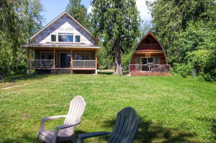 A beautiful modern home and cottage right on Christina Lake - Sundance Plus Sleep House