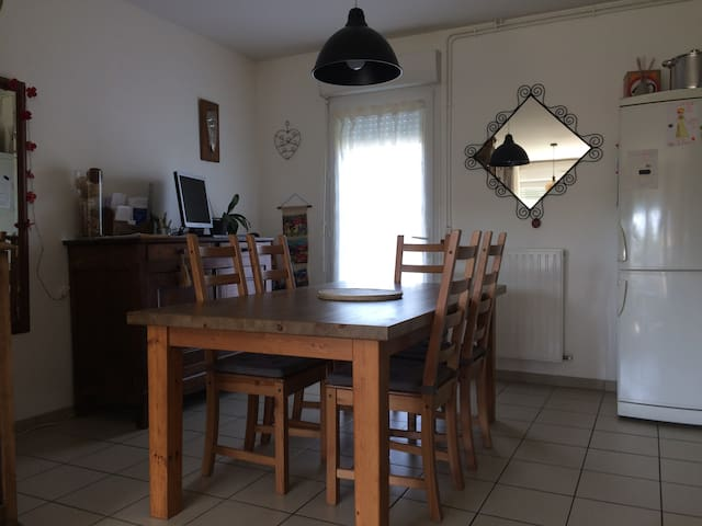 Deux chambres dans petite maison, 1km centre ville - Lamballe - Dům