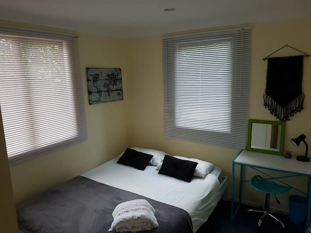 Your Double Bedroom in the heart of Mairangi Bay!