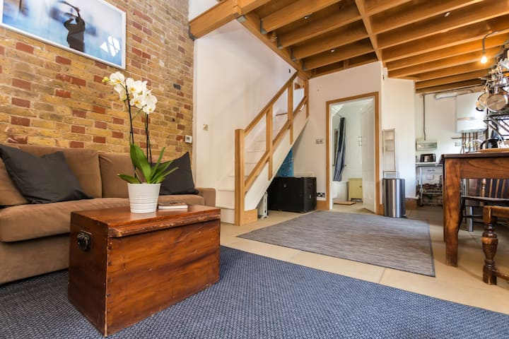 Authentic Two-Storey House w/Private Courtyard