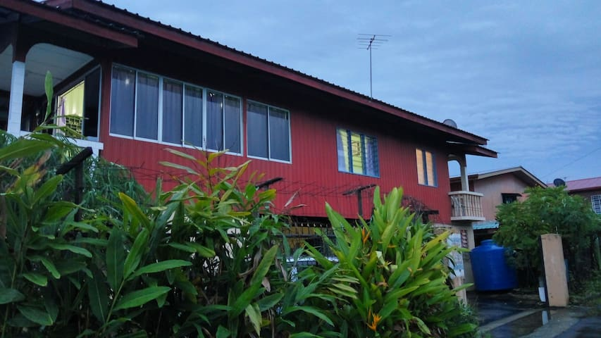 Authentic Kampung Stay @ Putatan