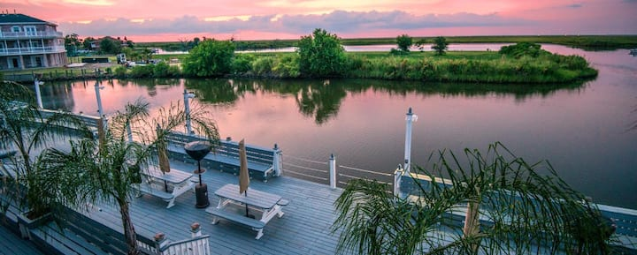 Waterfront Villa w/Deck - 23 Mi to French Quarter!