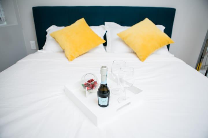Luxury Hideaway - Contemporary Suite