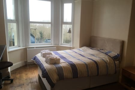 Lovely Kingsbridge Flat with parking - Kingsbridge - Pis