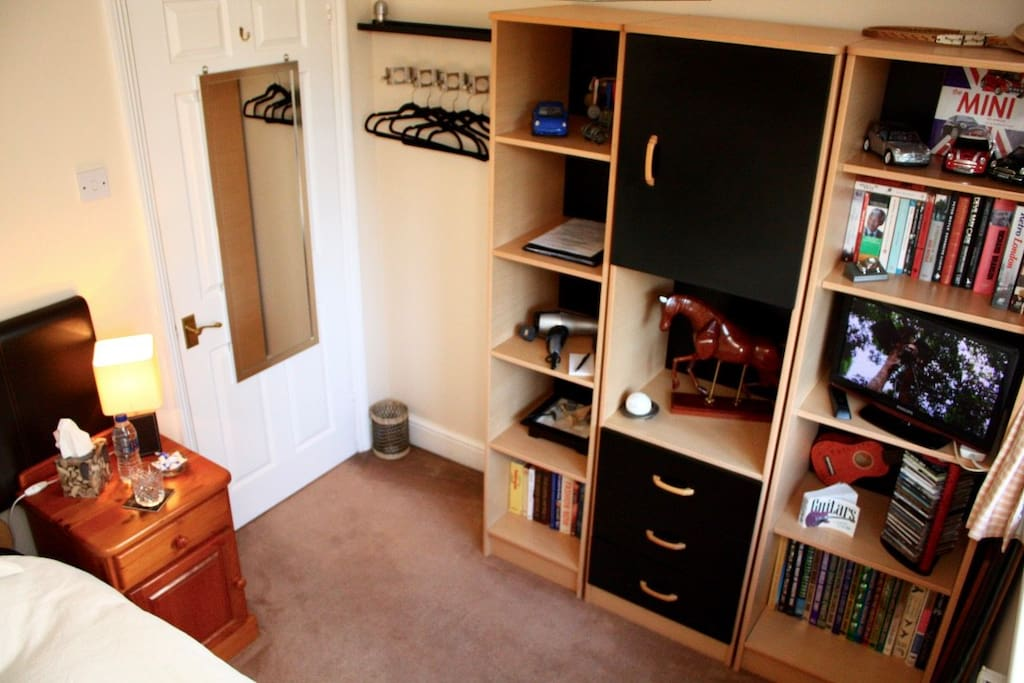 Spacious Single Bedroom With Mirror And Hanging Space, Plus Cabinet Space And Drawers