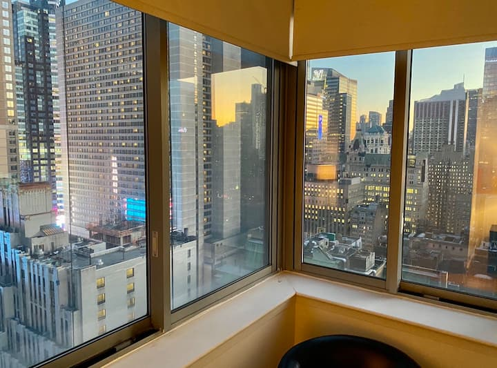 Large room! Times Square, amazing View, Luxury bld