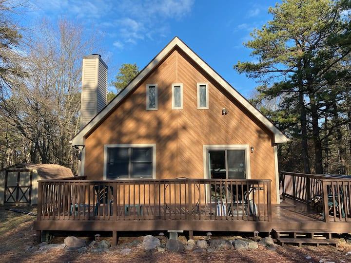 Poconos cabin near the lake and fun attractions!