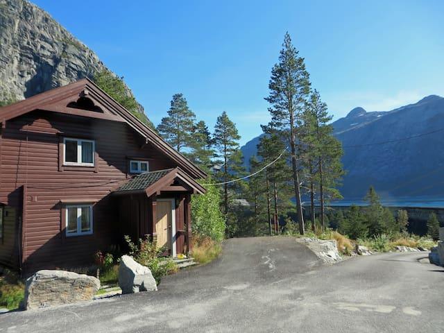 Villa trolltunga, Einseten - Odda - Villa
