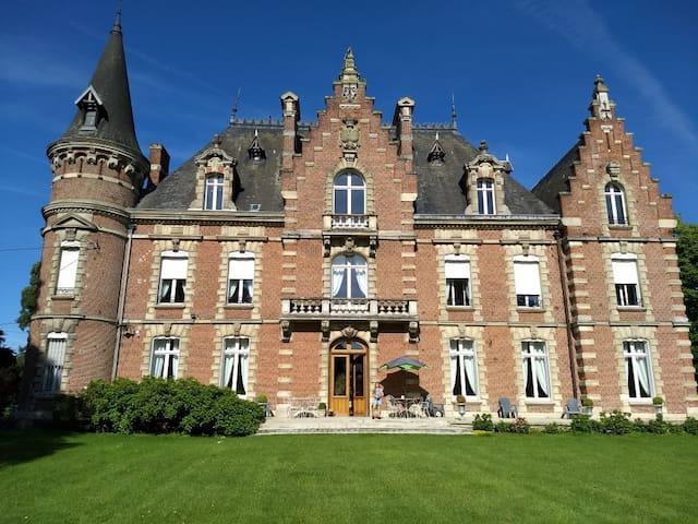 Chambre hôtes COLOMBE au Château des Marronniers