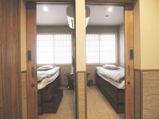 206 池袋新宿渋谷至近、駅近の便利なホステル シングルベッド下は引出し収納 出張、長期滞在にお勧め