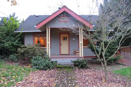 Urban Cottage in a peaceful neighborhood - Milwaukie