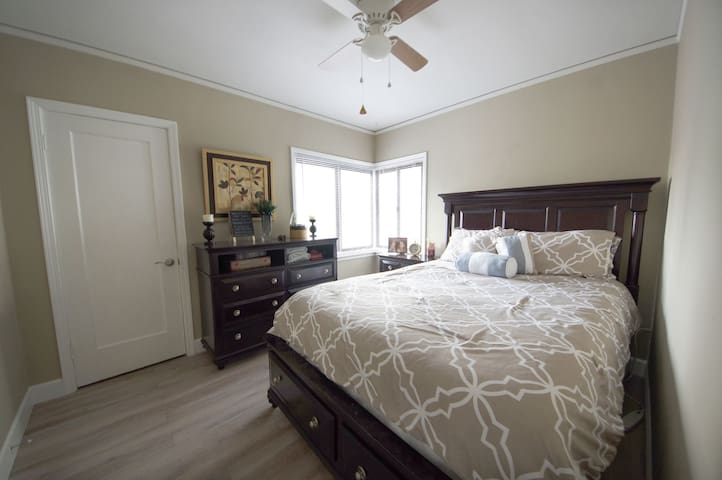 Cozy Bedroom Minutes from Downtown. - West Sacramento - Rumah