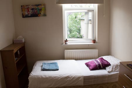 1 person bedroom close to centre - Casa