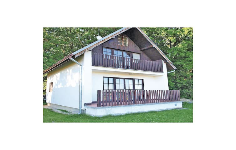 Holiday cottage with 2 bedrooms on 90m² in Zabovresky
