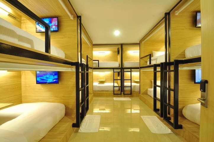 Dormitory Room (Male)