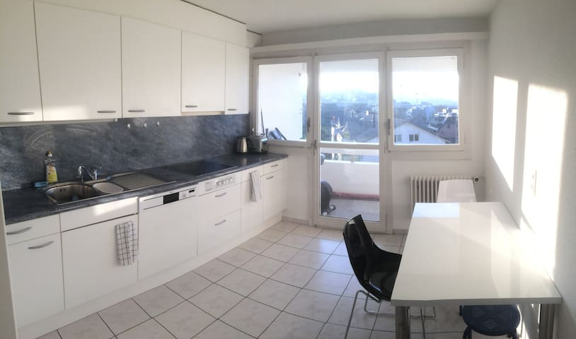 Room in apartment with top design, location & view - Freienbach - Apartemen