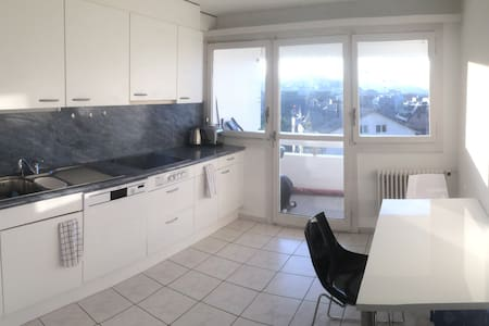 Room in apartment with top design, location & view - Freienbach - Wohnung