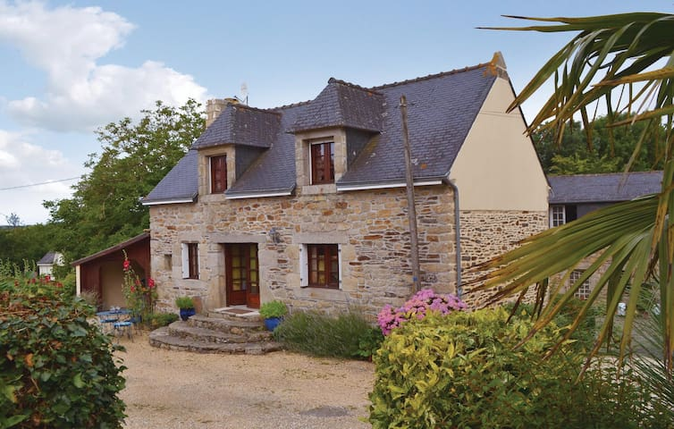 Holiday cottage with 2 bedrooms on 65m² in Riec sur Belon